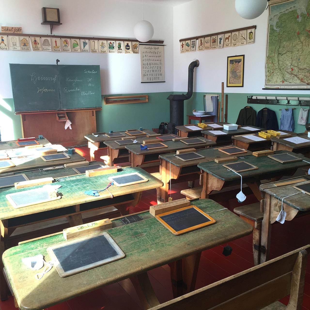 Ławka w szkole